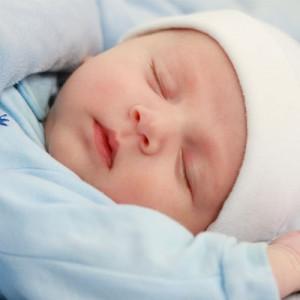 Utilfreds baby sover dårligt eller uroligt