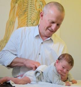 Behandling af baby med kolik hos kiropraktor
